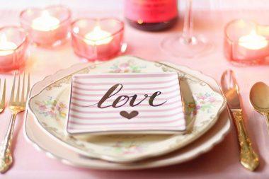 Esküvői illemtan, romantikus teríték az esküvői vacsorához