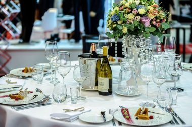 Esküvői illemtan, terített asztal az esküvői vacsorán